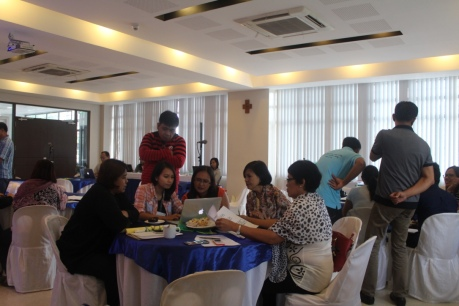 Delegates from Palawan and Mindoro Oriental, along with Conservation International representative and students from UP and Ateneo brainstorm on an action plan to solve problems identified during the 1st day of the summit